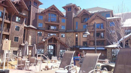 Grand Lodge on Peak 7: Right on ski slope, nice rooms, loads of activities and entertainment, good location - what else