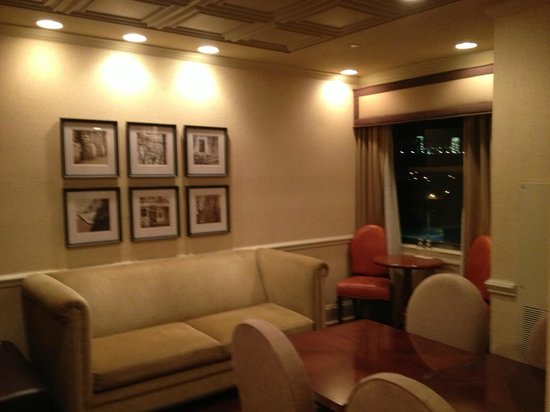 The Read House Historic Inn And Suites: Club Lounge-seating area