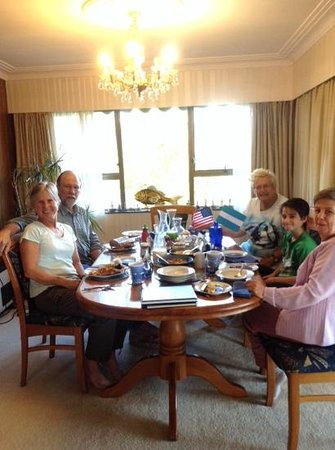 Nautical Nook Bed and Breakfast: Intenational guests at breakfast!