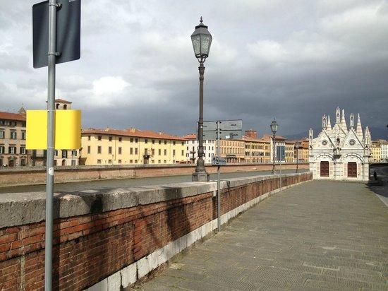 Chiesa di Santa Maria della Spina : Literally on the bank of the Arno