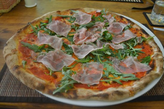Limoncello Pizzeria & Restaurant : The 10$ pizza