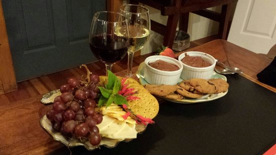 The Lost Whale Inn: Surprise evening snacks.