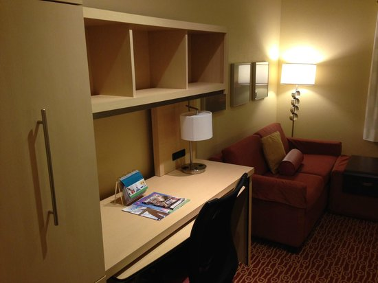 TownePlace Suites San Diego Carlsbad/Vista: Desk/Couch