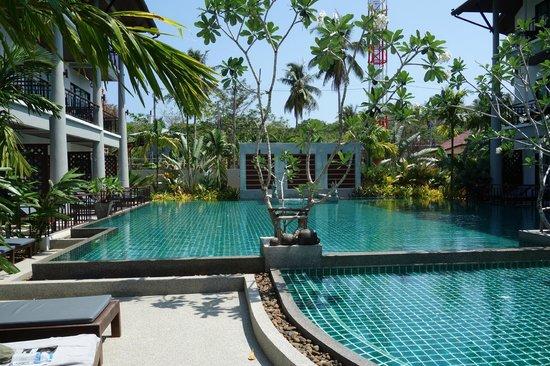 Navatara Phuket Resort: The superb pool area