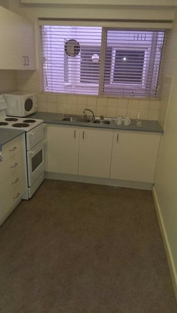 City Edge Apartment Hotel East Melbourne - Albert: Plain kitchen. Room 6 Albert St