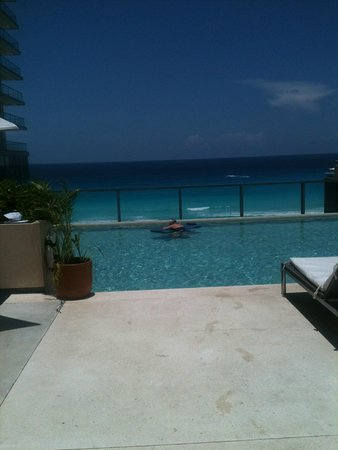 Secrets The Vine Cancún: Alberca VIP