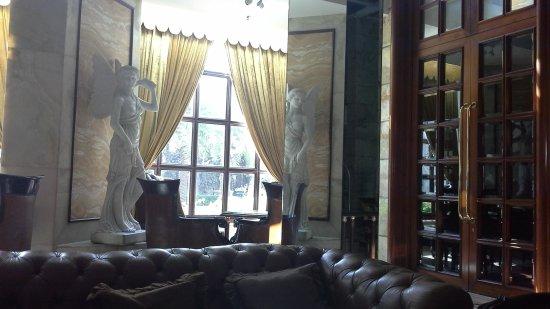Hotel The Royal Plaza: foyer
