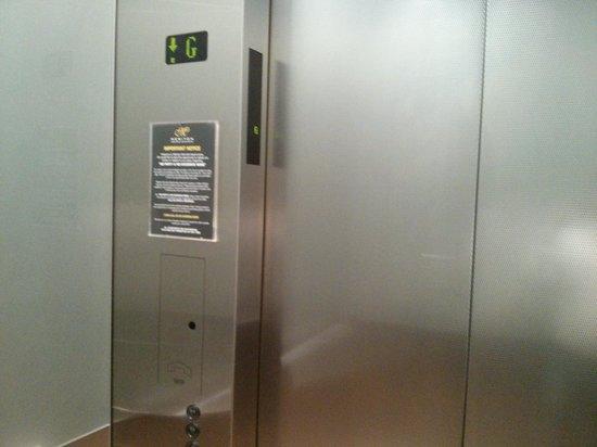 Meriton Serviced Apartments Brisbane on Herschel Street : Hi-tech Lift