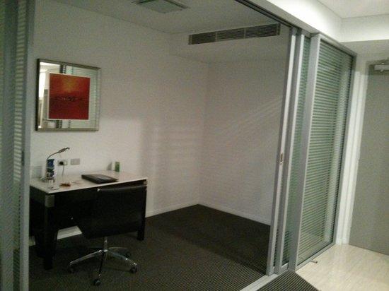 Meriton Serviced Apartments Brisbane on Herschel Street : Business room