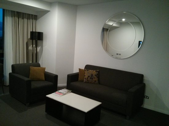 Meriton Serviced Apartments Brisbane on Herschel Street : Living Room