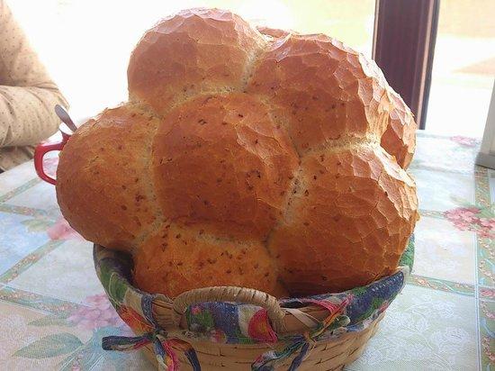 Pilot Inn: bread with a flower shape