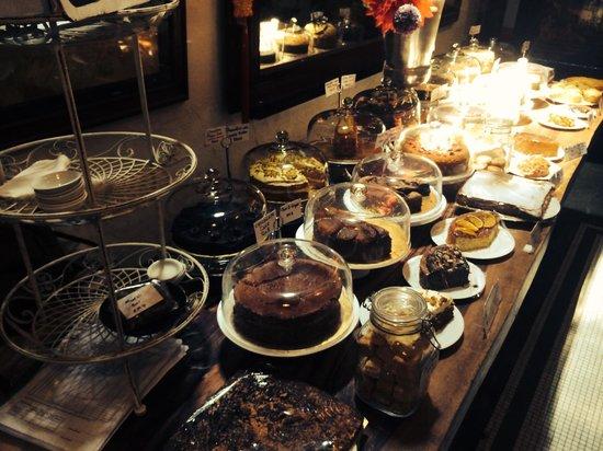 China House: Cakes