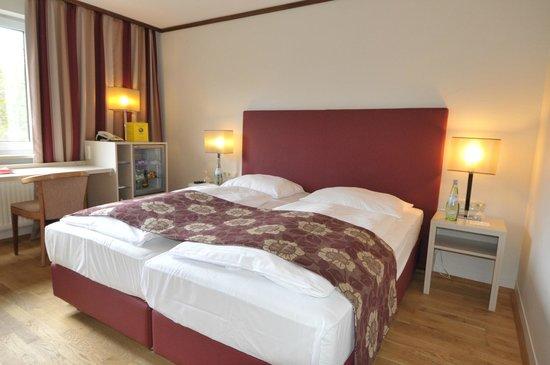 Übernachten in München in den neu renovierten Zimmern des Ambassador Parkhotel