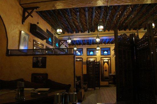 Al Adhamiyah Iraqi Restaurant: 店内、2階席の様子