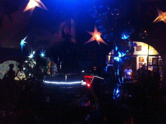The Guest House at Fallen Angel: de noche