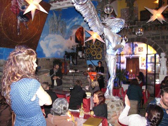 The Guest House at Fallen Angel: bar-restaurante