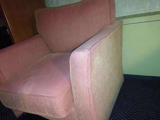 Coast Edmonton Plaza Hotel by APA : Old sofa