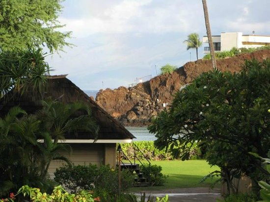 Kaanapali Beach Hotel: View from Molokai Wing Garden View Room