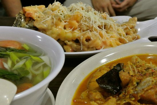 Taipan Restaurant: Great dishes especially the grilled crispy fish with fruit and cheese.