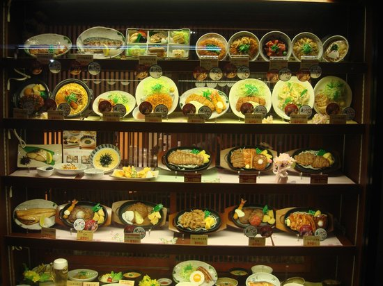 Yayoiken: The display of the dishes served at this restaurant