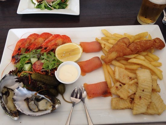 The Huskisson : Seafood plate for one