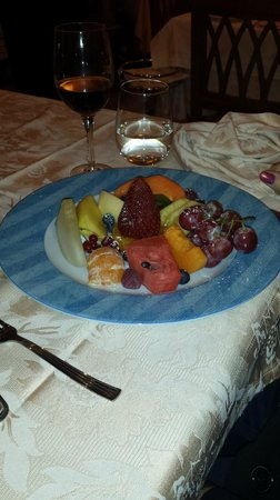La Lanterna: Fruit Salad