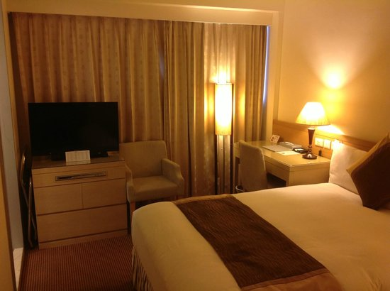 Taipei Gala Hotel: Cozy room with limited channels on TV