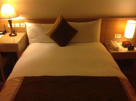Taipei Gala Hotel: Clean bed