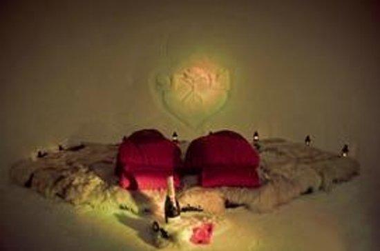 Iglu Village: Romantic sleeping igloo