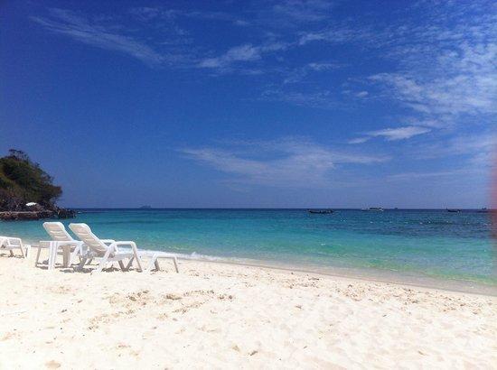 Phi Phi The Beach Resort : Plage privée de l hôtel