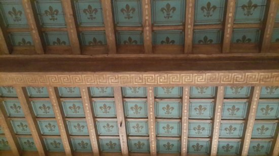 B&B Il Gattopardo Firenze: This is the original old ceiling preserved in the lobby, the lillies - symbol of Florence