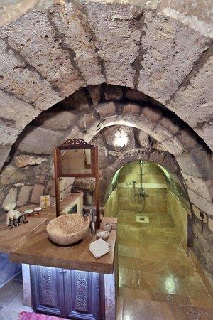Taskonaklar : Ever had shower in a cave?