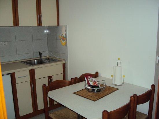 Villa D'Vine : кухня