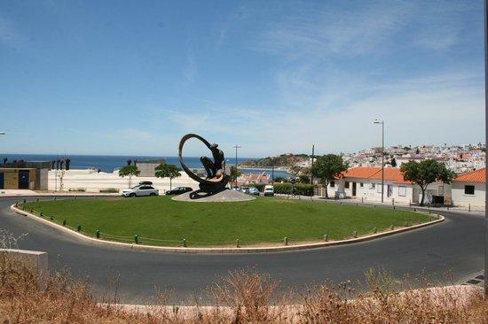 Albufeira Mar Vilas : widok z przed bramy hotelu