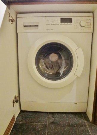 Hansar Bangkok Hotel: ドラム式洗濯機