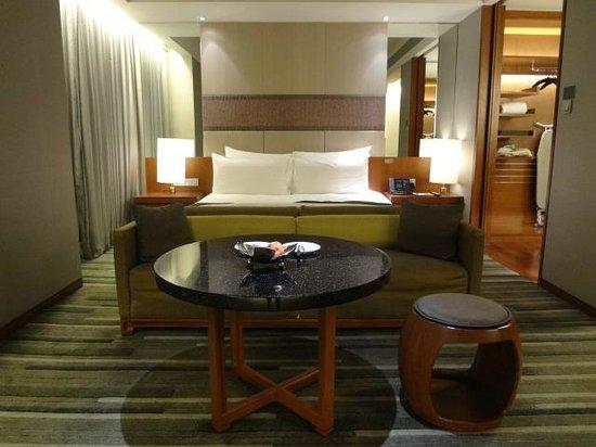 Hansar Bangkok Hotel: リビングベッドルーム