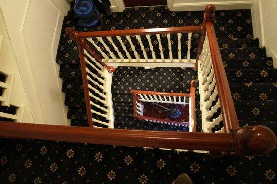Euro Hotel Clapham : 部屋までの階段