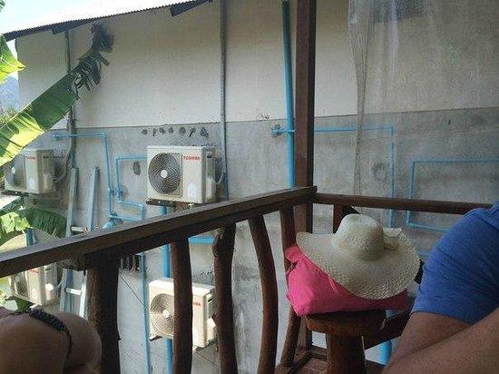 PP Ingphu Viewpoint: Вид из кафе на ресепшене