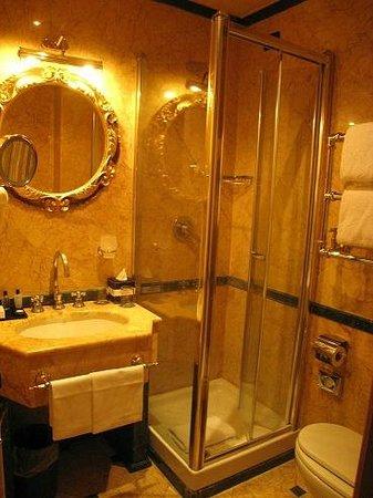 River Palace Hotel : 安いカテゴリーの部屋です