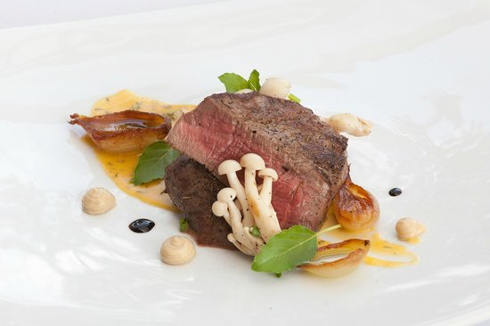 """Thong Dee The Kathu Brasserie: Aus. Beef """"Tournedos"""" with béarnaise sauce, caramelized onions and roster garlic puree"""