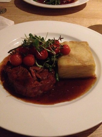 Lewinnick Lodge : Slow roasted shoulder of Cornish lamb dauphinoise potatoes, minted greens & port thyme jus