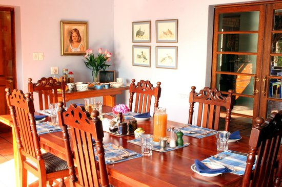 Tamboti Ridge Bed & Breakfast : The dining room where breakfast is served