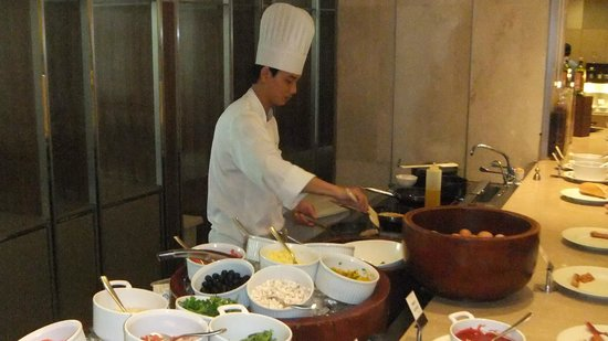 Hotel Nikko Saigon: Egg station, any way