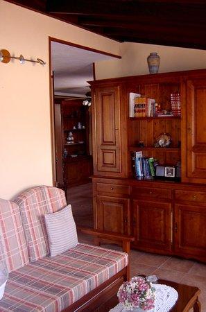 Casa El Traspatio: Salón y cocina del apartamento nº 4