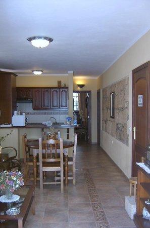 Casa El Traspatio: Salon comedor apartamento nº 1