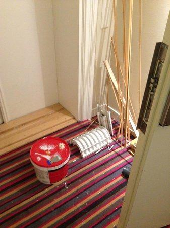 Comfort Hotel Malmo: Korridor utanför rummet