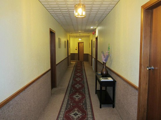 The Grand Hotel: Corridor to room 110