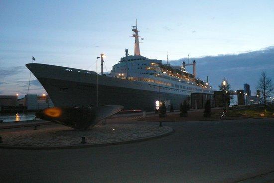 SS Rotterdam : Overnachten 'onder de adem van de Maas'