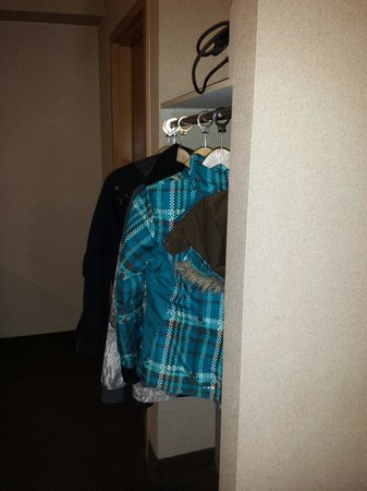 Econo Lodge Inn & Suites University: Closet is tiny!  Lol