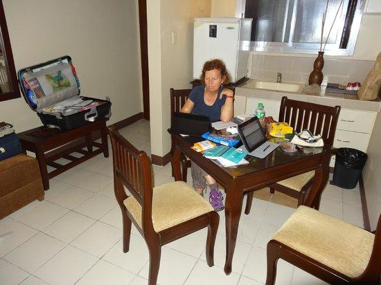 Artina Suites Hotel: coin cuisine
